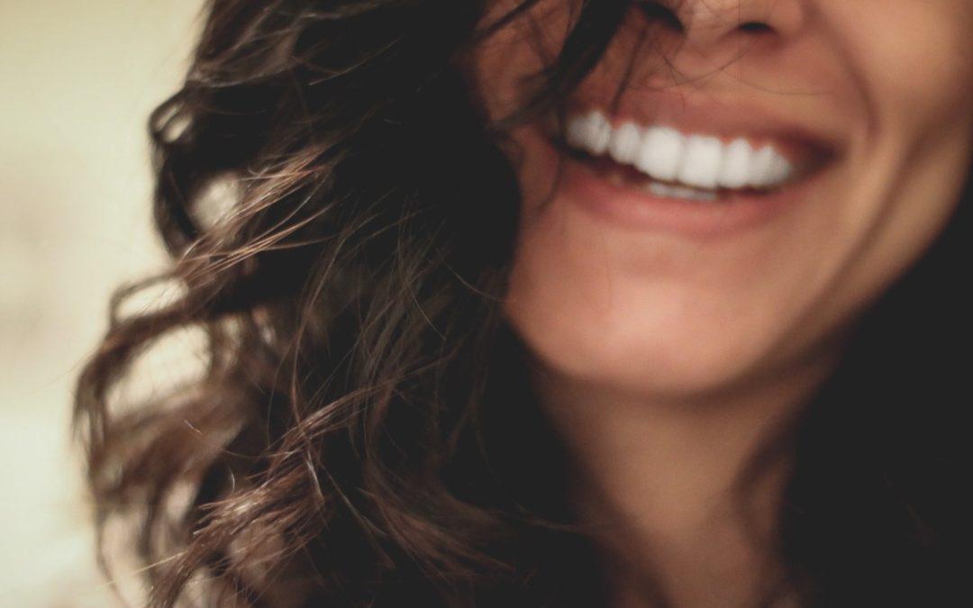 5 Ventajas de un blanqueamiento dental profesional