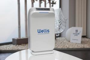 Desinfectante y purificador de aire y superficies WELLISAIR en sala de espera