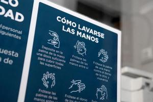 Información para lavado de manos en recepción